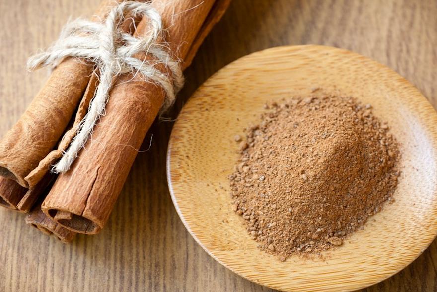 Image of Cinnamon sticks and ground Cinnamon